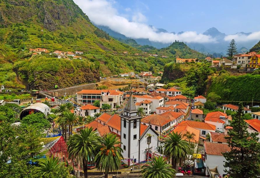 Obwohl São Vicente ein Küstenort ist, erinnert er auch an ein Bergdorf.