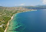 Die insgesamt rund 30 km lange Küstenlinie von Nikiti eignet sich hervorragend zum Sonnebaden.