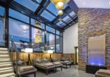 Entspannen Sie im Ruheraum des Welnessbereichs im Hotel Höttl.
