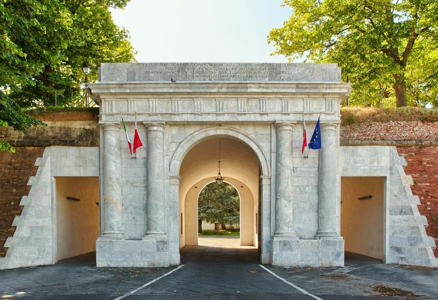 Toskana – Kultur und La Dolce Vita, Lucca, Stadtmauer Tor