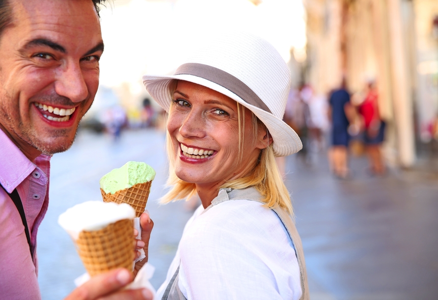 Toskana – Kultur und La Dolce Vita, Eis, Paar
