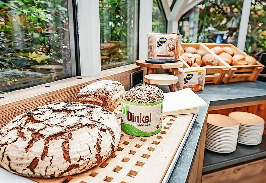Stärken Sie sich am Frühstücksbuffet des Hotels für einen erlebnisreichen Tag.