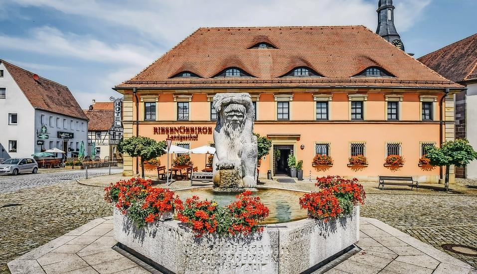 Im idyllischen Markt Neuhof an der Zenn begrüßt Sie Ihr Hotel.