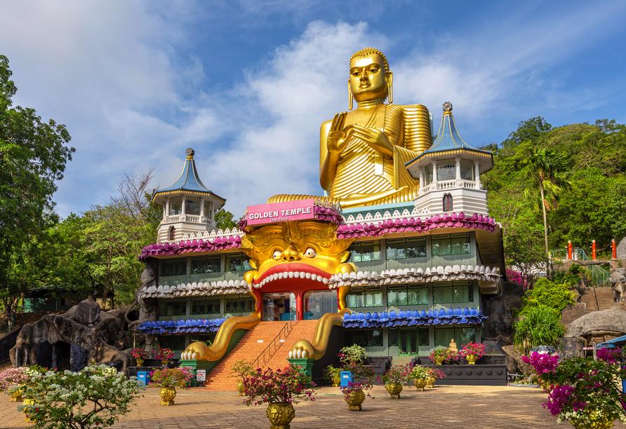 30 Meter ist die goldene Statue hoch - das macht sie zur weltweit größten Statue, in der Buddha in der sogenannten Dharmachakkra-Pose gezeigt wird.