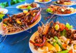Lassen Sie sich fangfrische Meeresfrüchte wie Hummer und Riesengarnelen schmecken.