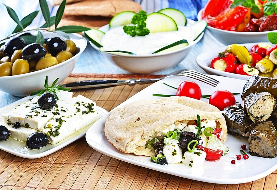 Freuen Sie sich auf traditionelles Essen – allein an den leckeren Vorspeisen könnte man sich schon satt essen.