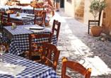 In urigen Tavernen können Sie sich von der Gastfreundlichkeit der Griechen und von deren leckeren Gerichten überzeugen.