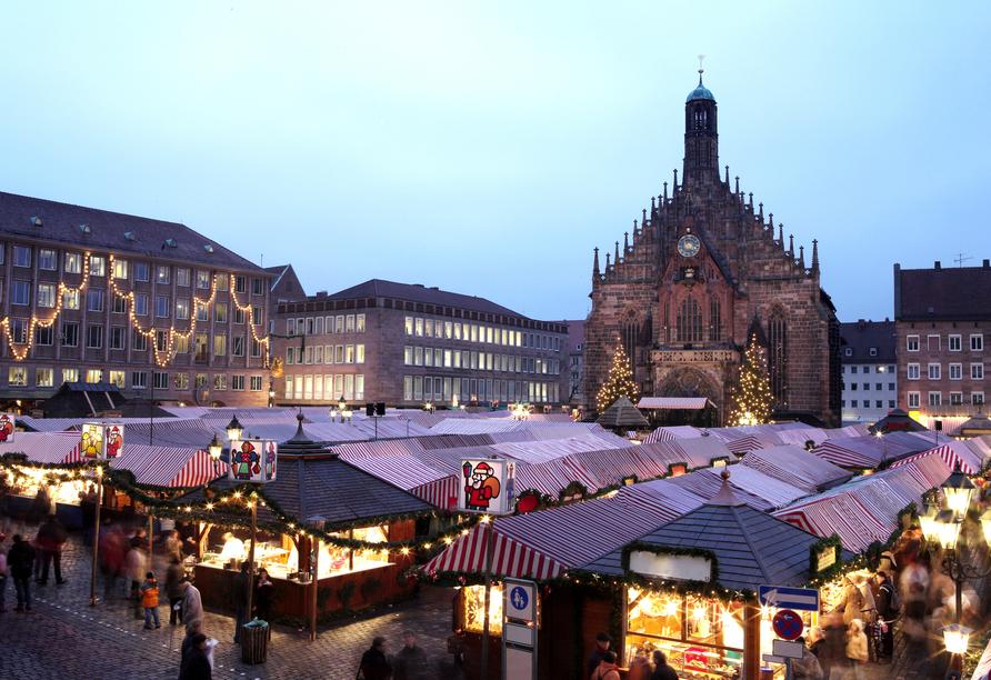 In der Vorweihnachtszeit findet der berühmte Nürnberger Christkindlsmarkt statt.