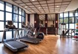 Im Fitnessraum des Hotels können Sie körperlich aktiv werden.