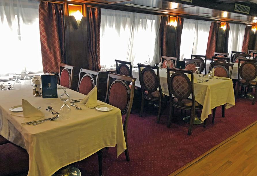 Nil Highlights & Badurlaub in Hurghada, Restaurant Beispiel Schiff