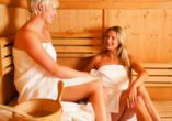 Neben dem Hallenbad lädt die Sauna zu wohltuenden Wellnessmomenten ein.
