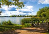 Traumhafte Ausblicke und wunderschöne See erwarten Sie während der Radrundreise.