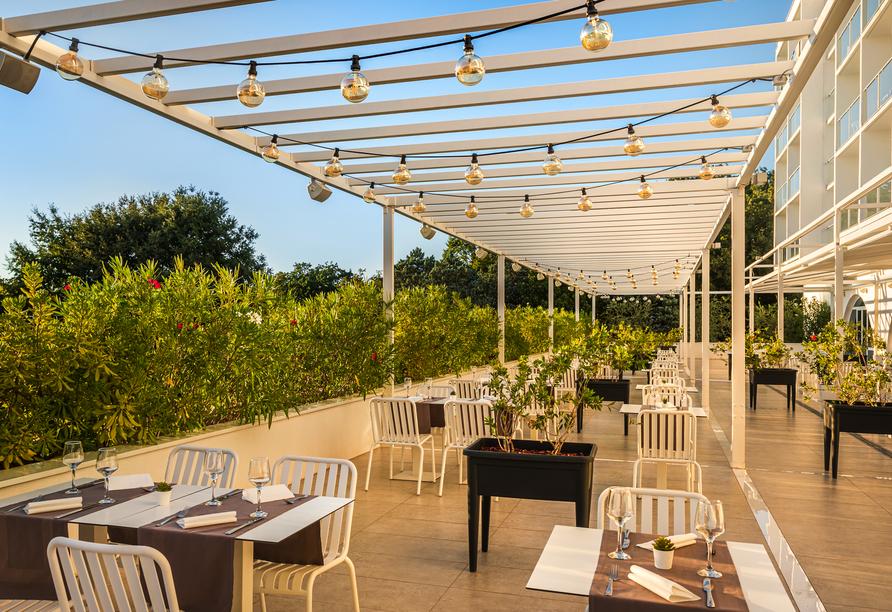 Hotel Aminess Magal in Njivice, Kroatien, Terrasse