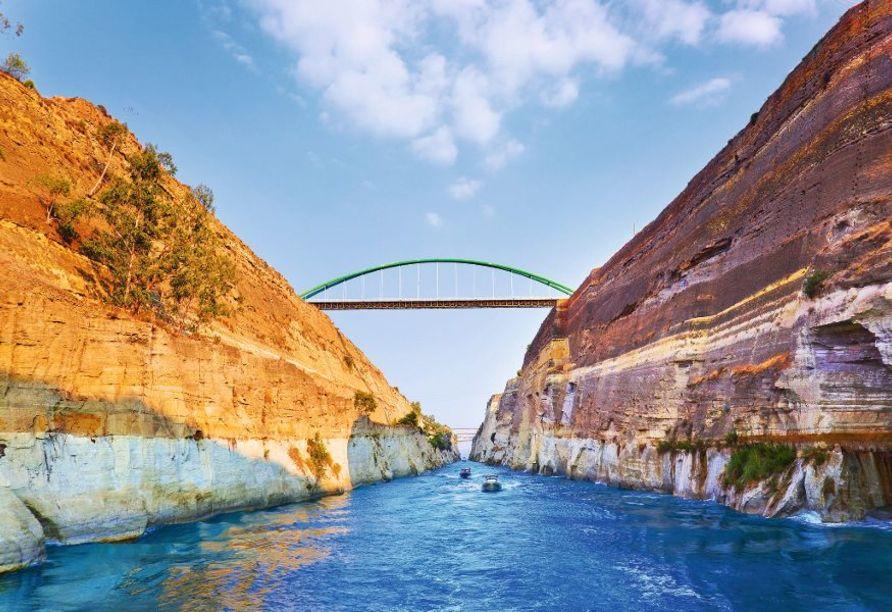 Nur durch den Isthmus von Korinth wird die Peloponnes vom Festland getrennt.