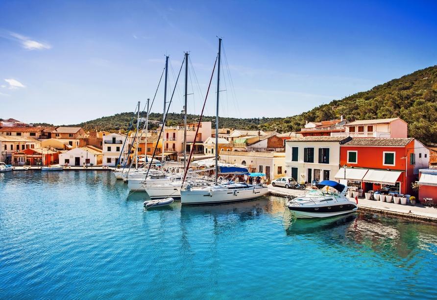 Der idyllische Hafen in Gaios auf der Insel Paxos.